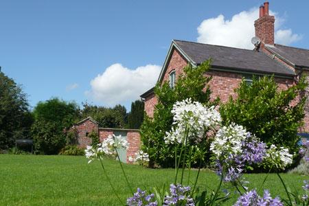 Glan Clwyd Isa | Garden