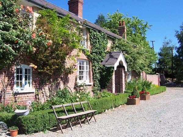 Farmhouse Bed & Breakfast Accommodation In North Wales